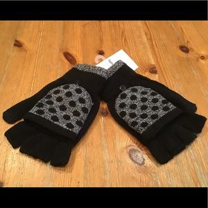 Accessories - 🔴SALE- TEXTING GLOVES that convert to mittens NWT